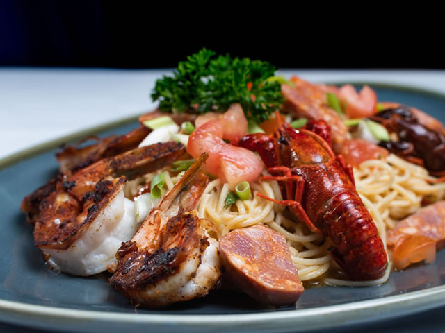 Light-seafood-waterfront-lobster2